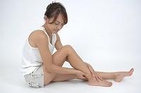 膝の黒ずみ、塩で簡単!安くキレイにする方法