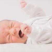 夜泣き体験談!1歳半で突然始まった原因はアレだった・・・